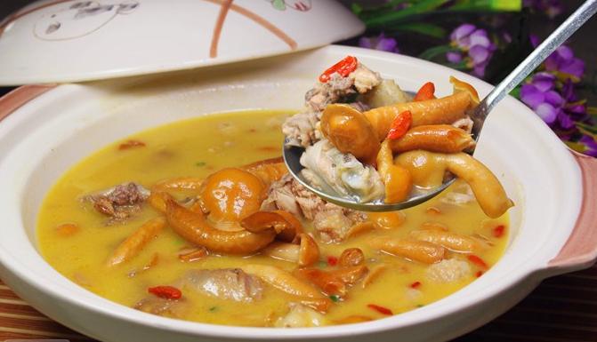 杂菌炖土鸡的英语表达
